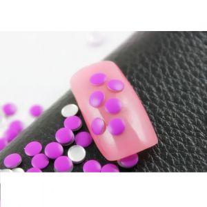 Флуоресцентчета за нокти във виолетово