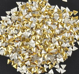 Метален триъгълник за нокти