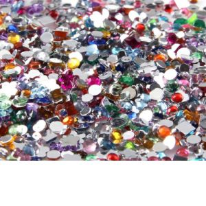 Ефектен маникюр с кристали