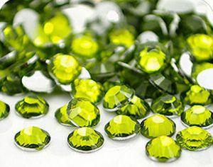 Камъчета за маникюр в светло зелено